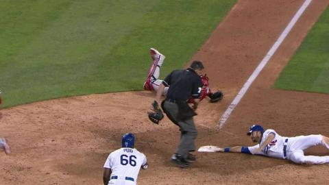 PHI@LAD: Dodgers jump ahead on Rollins' two-run hit