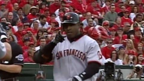 2002 WS Gm1: Bonds' first WS homer is a solo shot