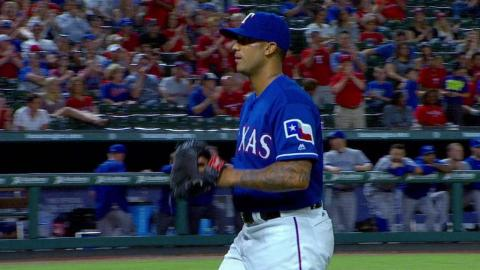 TOR@TEX: Rangers fans cheer Bush after perfect debut