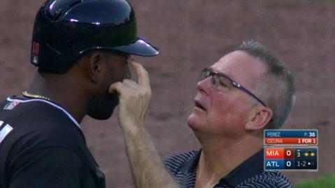 MIA@ATL: Ozuna sees eye-to-eye with umpire