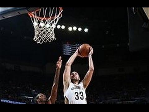 Ryan Anderson Soars for the Two Hand Slam!
