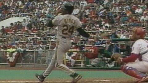 PIT@PHI: Bonds hits a three-run home run