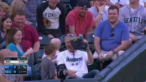 KC@SEA: Fan misplays foul ball but gets another