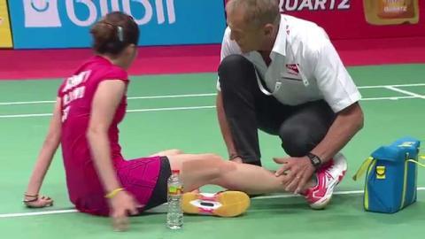 Ratchanok Intanon Injury at TOTAL BWF World Championships 2015 Badminton Day 4 R16