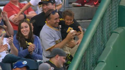 DET@PIT: Marte snags fly ball, gives away souvenir