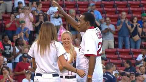 MIN@BOS: Carew throws out ceremonial first pitch