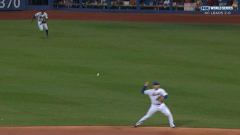 WS2015 Gm3: Murphy tries to fake out Perez on throw