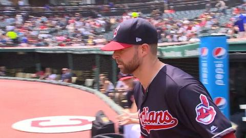 TEX@CLE: Kluber fans 12 batters through eight innings