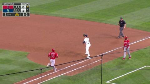 LAA@SEA: Hernandez leaves the bases full in the 7th