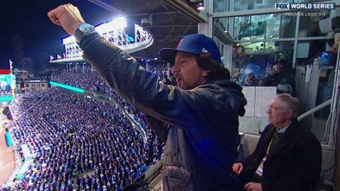 WS2016 Gm5: Vedder sings during 7th-inning stretch