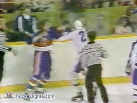Bob Nystrom vs Mike Pelyk Apr 23, 1978