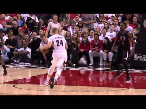 Trail Blazers Pull Away From Clippers in the Fourth Quarter