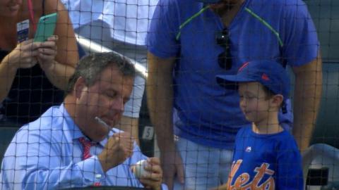 STL@NYM: Chris Christie snags a souvenir in New York