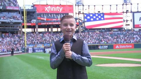 OAK@CWS: Buehrle's son sings national anthem