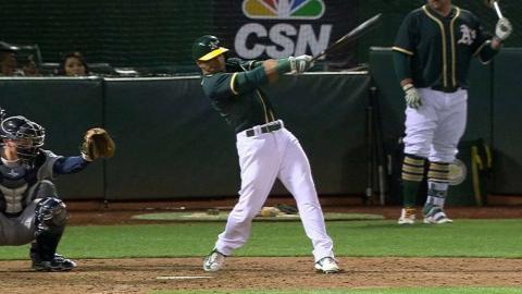 SEA@OAK: Davis belts a solo homer to center field