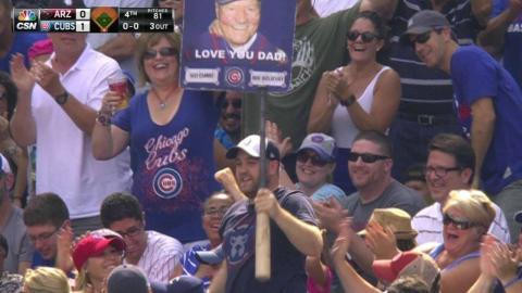 ARI@CHC: Fan catches Russell's bat in the stands