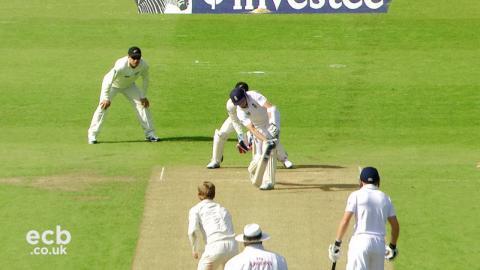 Joe Root hits maiden Test hundred - England v New Zealand, 2013