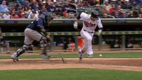 MIL@MIN: Murphy retired after interference on bunt