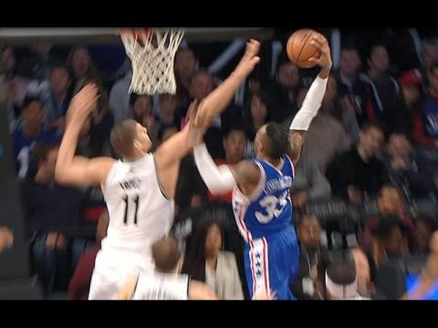 Robert Covington JAMS It By the Nets | 01.08.17