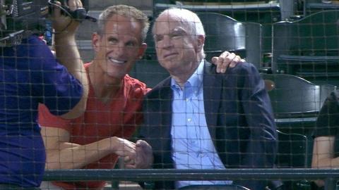 LAD@ARI: Senator McCain takes in game with family