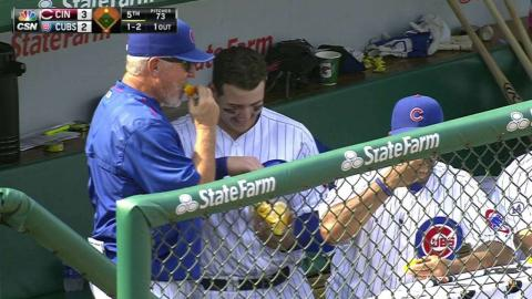 CIN@CHC: Rizzo shares orange slices in the dugout