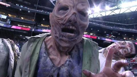 CIN@ARI: Fans enjoy Zombie Night at Chase Field