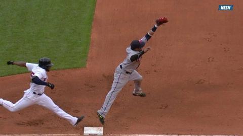 CLE@BOS: Bradley Jr. extends his hitting streak