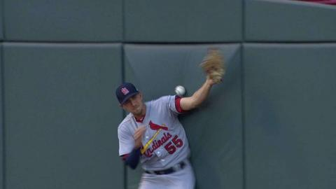 STL@CIN: Suarez's fly ball ruled foul after challenge