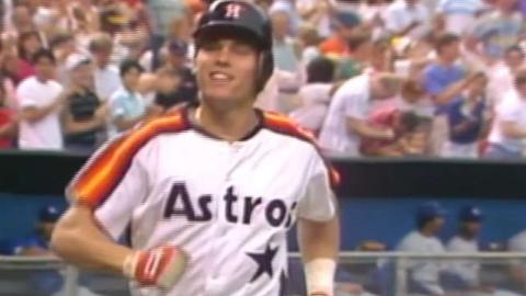 LAD@HOU: Biggio ties game in 9th with homer