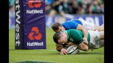 Henshaw scores his second after intercept in mid-field! | NatWest 6 Nations