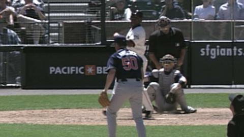 SD@SF: Bonds hits tape-measure homer to center