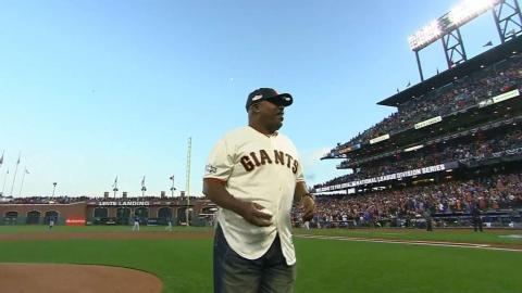 CHC@SF Gm3: Kevin Mitchell throws out first pitch
