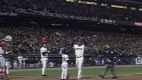 2002 WS Gm3: Bonds homers in third straight game