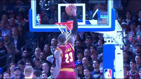 LeBron James Strong to Rack One-Hand Jam at MSG | 12.07.16