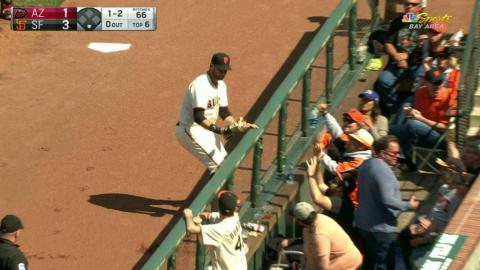 ARI@SF: Belt catches a foul ball for the out