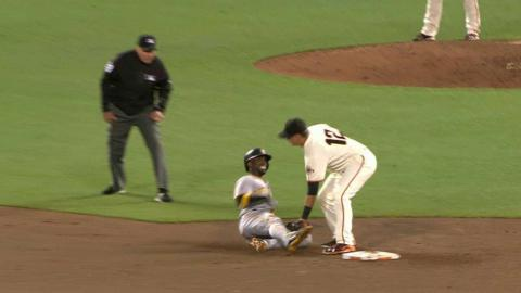 PIT@SF: Posey catches McCutchen stealing in the 8th