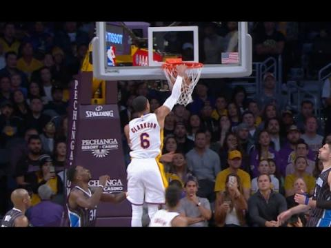 Jordan Clarkson Big Reverse Dunk On The Baseline Drive!  1.8.17