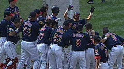 CWS@CLE: Vizquel hits walk-off home run for Indians