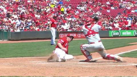 PHI@CIN: Pena rips an RBI single up the middle