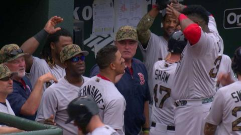 BOS@BAL: Hernandez records his first career big fly
