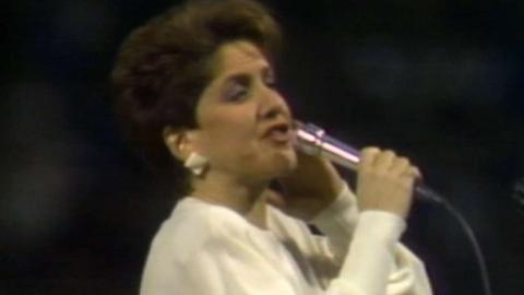 1986 ALCS Gm7: Suzyn Waldman sings national anthem
