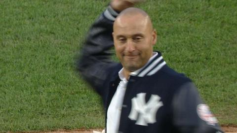 HOU@NYY: Jeter throws out the ceremonial first pitch