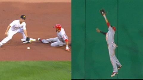 CIN@PIT: Hamilton uses bat, legs, glove in 7-1 win