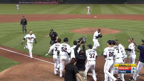 MIA@MIN: Dozier belts a two-run walk-off homer