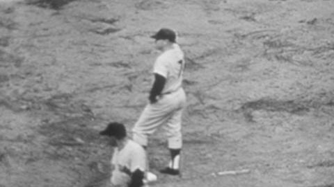 1960 WS Gm7: Mantle cranks an RBI single in the 9th of Game 7