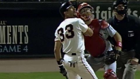 2002 NLCS Gm4: Santiago's two-run homer breaks tie