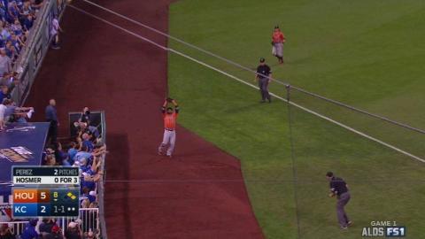 HOU@KC Gm1: Perez induces foul popup to escape 8th