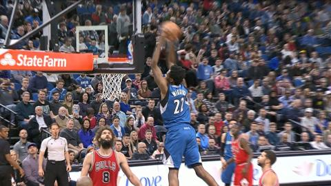 Andrew Wiggins Climbs the Ladder for BIG Slam l 02.12.17