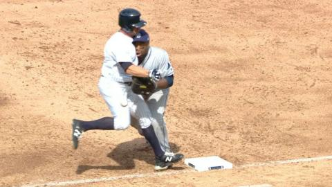 TB@NYY: Weeks Jr. leaves after collision at first