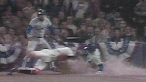 WS1977: Rivers throws out Garvey at the plate